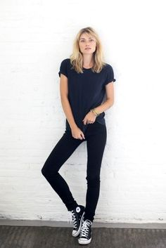 Free People Models Off Duty black converse Skinny Jeans Converse, Outfits With Converse, High Cut Converse Outfit, Look Fashion, Winter Fashion, Womens Fashion, Milan Fashion, Fashion Black, Casual Styles