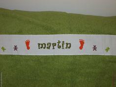 Sortie de bains Bébé - Pieds & Oursons - Martin. Brodé mains. - point de croix - cross stitch - broderie - embroidery  -  Blog : http://broderiemimie44.canalblog.com/