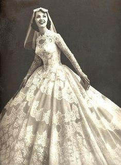 Vintage Gowns, Vintage Outfits, Vintage Fashion, Vintage Wedding Photos, Vintage Bridal, Vintage Weddings, Wedding Attire, Wedding Gowns, 50s Wedding