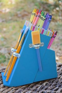 how-to-turn-a-knife-block-into-crayon-holder-crafts-repurposing-upcycling-1-600x900