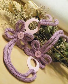 LE CREAZIONI DI ROSEMARY: COLLANE TRICOT! Spool Knitting, Knitting Patterns, Crochet Patterns, Yarn Necklace, Crochet Necklace, Weaving Projects, Crochet Projects, Bead Crochet, Crochet Accessories
