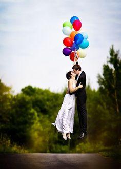 Schwarz, weiß und knallbunt - traumhafte Kombination dank Luftballons!