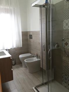 """""""Home is where the heart is"""": Bagno in stile di Carmine Mergiotti, Architetto, Moderno Bathroom Styling, Modern Bathroom Tile, Bathroom Inspiration Modern, Bathroom Decor, Bathroom Remodel Shower, Bathroom Interior Design, Rustic Master Bathroom, Bathroom Renovations, Bathroom Design"""