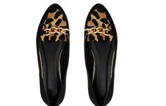 Black #loafers with just enough #leapord print to enhance your outfit but not go over the top. #shoes