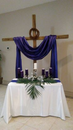 Easter Altar Decorations, Lent Decorations For Church, Cross Decorations, Christmas Window Decorations, Valentine Decorations, Church Flower Arrangements, Church Flowers, Good Friday Crafts, Altar Design