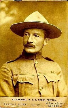 Lord Baden-Powell, Founder of Boy Scouts Scout Mom, Cub Scouts, Girl Scouts, Robert Baden Powell, Team Activities, Scout Activities, Baden Powell Scouts, Scout Group, Historia Universal