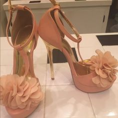 Peach Just Fabulous stilettos Never worn!! 5 1/2 heels pretty peach color with gold metallic heel! JustFab Shoes