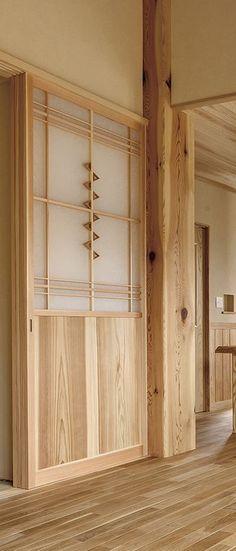 ワーロン材を上手に使った建具。柔らかい光が漏れます。
