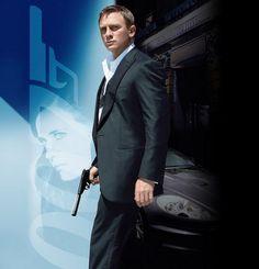 Daniel Craig James Bond Casino Royale, Casino Royale Movie, Casino Movie, Casino Dress, Casino Outfit, Northern Soul, Casino Night Party, Casino Theme Parties, Las Vegas