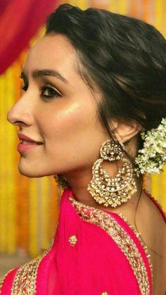 Shradha kappor at veet event at delhi Beautiful Bollywood Actress, Beautiful Actresses, Bollywood Stars, Bollywood Fashion, Indian Film Actress, Indian Actresses, Shraddha Kapoor Cute, Bridal Hair Buns, Sraddha Kapoor