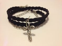 Suede bracelet. Facebook page : collection Marion Bernard