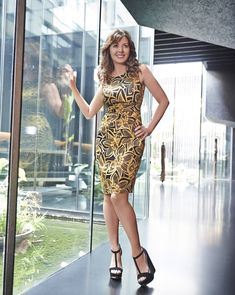 Share, rate and discuss pictures of Carol Vorderman's feet on wikiFeet - the most comprehensive celebrity feet database to ever have existed. Christina Ag, Carol Vordeman, Ageless Beauty, Tv Presenters, Celebrity Feet, Fashion Outfits, Fashion Tips, Celebs, Celebrities