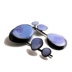 Susanna Baldacci gioielli contemporanei: orecchini - argento ossidato, resina, pigmenti.