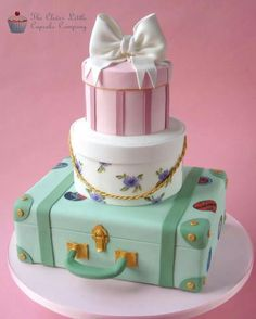 Oooh how did I miss this one from a few months back? I just love pretty, girly cakes!!!  This beauty is by The Clever Little Cupcake Company