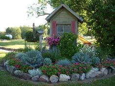 Our garden edging ideas give texture and definition to your landscaping. Sometimes it's hard to find landscape edging ideas that do not only look