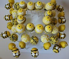 Rosh Hashanah Gifts - Honey Finds - Joy of Kosher Mommy To Bee, Bee Cakes, Cupcake Cakes, Fun Cupcakes, Bee Cake Pops, Bumble Bee Cake, Bumble Bees, Cake Pop Designs, Bee Party