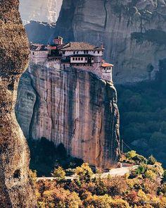 Meteora @minogiannisvalantis Places To Travel, Places To See, Places Around The World, Around The Worlds, Wonderful Places, Beautiful Places, Greek Beauty, Cambodia Travel, Scotland Castles