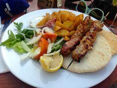 Foto: Kitchen Kypros Cyprus, Kitchens, Recipes, Food, Photo Illustration, Kitchen, Meals, Yemek, Cucina