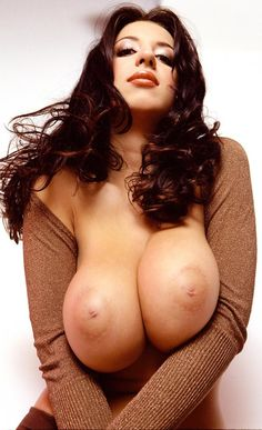 Girlshotbigger picture hot boob