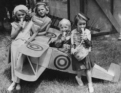 1939 fly girls. | 14 Ridiculously Adorable Vintage Pics Of Kids With Ice Cream