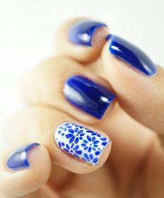 Blue nails with floral print nails nail art nail polish nail designs Easy Nails, Easy Nail Art, Simple Nails, Fun Nails, Simple Nail Art Designs, Cute Nail Designs, Awesome Designs, Uñas Fashion, Fashion Weeks