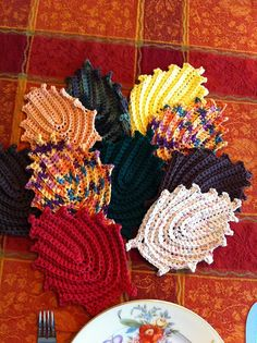 Ravelry: Autumn Leaves Dish/Wash Cloth or Hot Pad pattern by Elizabeth Ann White - FREE PDF 5/14.
