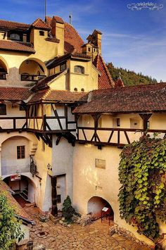Residence of Dracula «Bran Castle, Transylvania, Romania Places Around The World, The Places Youll Go, Travel Around The World, Places To See, Around The Worlds, Chateau Moyen Age, Wonderful Places, Beautiful Places, Medieval Village