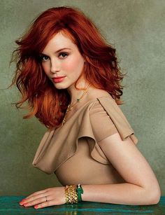 Christina Hendricks by Ruven Afanador. Maddy Reeves the heroine in my short story The Proposal looks like Christina Hendricks. Hair Styles 2014, Short Hair Styles, Butter Blonde, Corte Y Color, Beauty And Fashion, Beautiful Redhead, Gorgeous Hair, Beautiful Christina, Beautiful Women