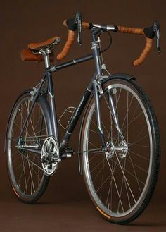 Vanilla Bicycles: custom-made commuter bike. Is it to much to get this just for going to the shops. Bici Retro, Velo Retro, Velo Vintage, Retro Bike, Vintage Bicycles, Fixi Bike, Bike Seat, Bike Rides, Velo Design