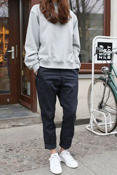 the-rue-collective-style-inspo-navy-pants