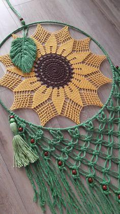 Crochet Dreamcatcher Pattern Free, Crochet Mandala Pattern, Crochet Flower Patterns, Macrame Patterns, Crochet Flowers, Crochet Wall Art, Crochet Wall Hangings, Crochet Home, Dream Catcher Decor