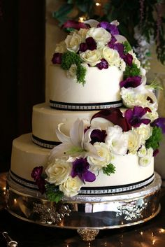 Exquisite 3 Tier wedding cake with fresh flowers