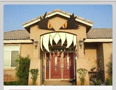 Turn your home in to a monster house this Halloween. Monster eyes and fangs made from hardware store foam. Fete Halloween, Halloween Door, Holidays Halloween, Halloween Treats, Happy Halloween, Halloween Decorations, Halloween Stuff, Halloween 2016, Halloween Science