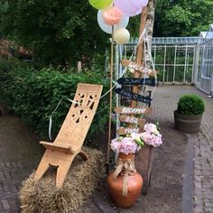 Entree decoratie in festival sfeer . Styling and design : Vintage weddings styled by Rich Art Design. Vintagebruiloftstyling.nl