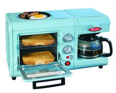 Retro-inspired breakfast maker cooks up toast, coffee, eggs and sausage