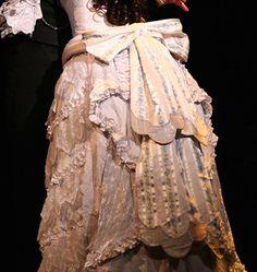 "Operafantomet: phantoming, Wedding dress bows in the back (AKA ""costume..."