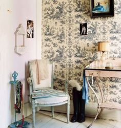 toile-vintage- flea-market-style-french-chair-table-wallpaper-eclectic-hom- room-decor-ideas-domino