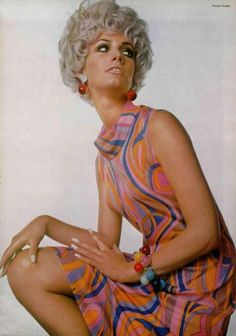 Colorful dress by Nina Ricci in L'Officiel, April 1967 60s And 70s Fashion, 60 Fashion, Colorful Fashion, Retro Fashion, Vintage Fashion, Paris Fashion, 1960s Outfits, Vintage Outfits, Vintage Clothing