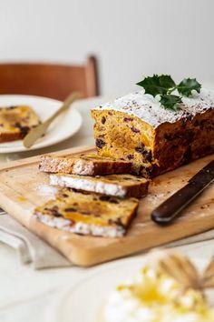 Van dit simpele én gezonde kerstbrood kun je blijven snoepen | Koken & Eten | pzc.nl Banana Bread, Gluten Free, Ethnic Recipes, Desserts, Food, Glutenfree, Tailgate Desserts, Deserts, Essen