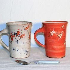 Par Méli-mélo de terre : Lot de 2 grands mugs évasés,fleurs de cerisier japonais, céramique artisanale