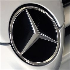 What better way to both decorate and brand in-store than this Mercedes Benz Concept Car Wall Art example. You know the brand by the logo as a custom grill Mercedes Benz Retail, Mercedes Benz Logo, Mercedes Benz Dealerships, Car Wall Art, Retail Fixtures, Art Store, Concept Cars