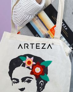 Looking for tote bag ideas? - Discover how you can easily make your own unique Frida Kahlo tote bag Source by biancatreupel Painted Bags, Hand Painted, Diy Mochila, Diy Tote Bag, Diy Bag Tags, Best Tote Bags, Diy Bags Purses, Art Bag, Fabric Painting