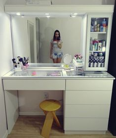 Modern interior House Design Trend for 2020 Bedroom Closet Design, Home Room Design, Bedroom Decor, House Design, Dressing Table Design, Vanity Room, Closet Vanity, Makeup Room Decor, Simple Bathroom
