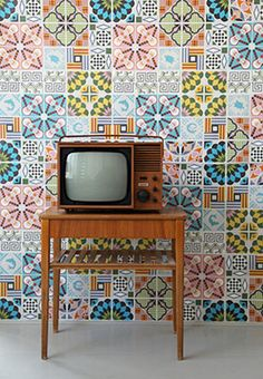 'Tiles' wallpaper-posters by Hanna Werning. Posters based on an illustrated tiles pattern inspired by traditional Italian tiles combined with graphic imagery. Casa Retro, Retro Home, Vintage Modern, Decoration Inspiration, Design Inspiration, Italian Tiles, Interior And Exterior, Interior Design, Ideas Hogar