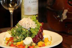 Monet (almoço)    Salada giverny  Tartar de frutas frescas e frango desfiado com folhas mistas, regadas ao sour cream de laranja
