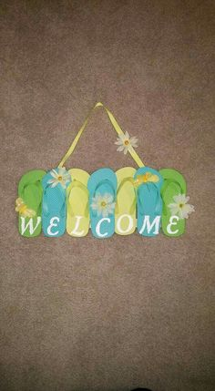 Flip flop welcome sign Diy Projects To Try, Crafts To Do, Home Crafts, Craft Projects, Arts And Crafts, Craft Ideas, Wreath Crafts, Diy Wreath, Wreath Ideas