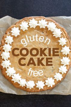 Let's make a big gluten free chocolate chip cookie cake, with the blue and white frosting and everything. It's a celebration! Recettes de cuisine Gâteaux et desserts Cuisine et boissons Cookies et biscuits Cooking recipes Dessert recipes Cookie cake Gluten Free Deserts, Gluten Free Sweets, Gluten Free Cakes, Foods With Gluten, Gluten Free Cooking, Dairy Free Recipes, Gf Recipes, Vegetarian Recipes, Healthy Recipes