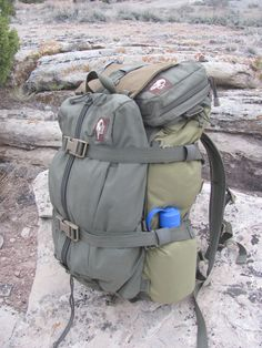 RV And Camping. Great Ideas To Think About Before Your Camping Trip. For many, camping provides a relaxing way to reconnect with the natural world. If camping is something that you want to do, then you need to have some idea Bushcraft Backpack, Bushcraft Camping, Backpacking Gear, Camping Survival, Hiking Gear, Survival Gear, Family Camping, Camping Gear, Outdoor Camping