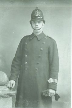Charles Robert Hender PC 180D (Cloak Lane) taken about 1912, born 1890, joined City Police age 21 and retired after 25 years, Photograph supplied by his granddaughter, Angela Harris (1264×1894)