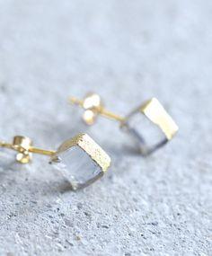 吹きガラス工房「SORTE GLASS」創設者のひとり、関野ゆうこさんが新たにジュエリーブランドとして立ち上げたのが「sorte glass jewelry」です。
